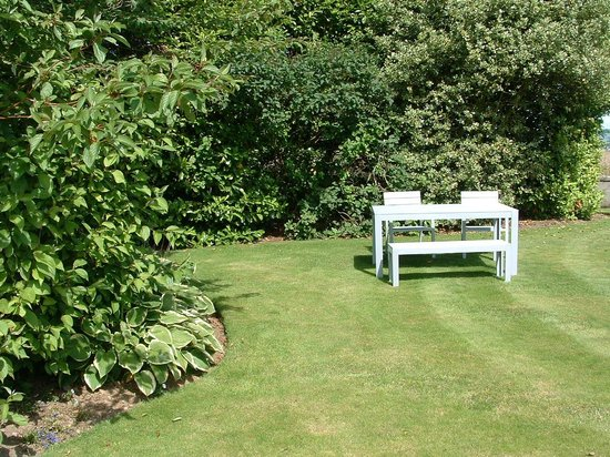 Kelson Lodge: Relax in the private garden