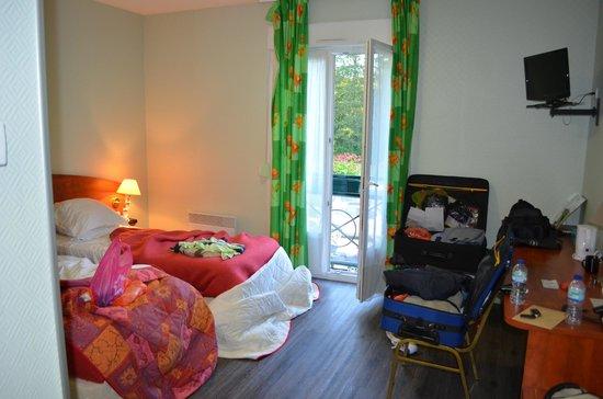 Logis Le Tulipier : Room and Juliette balcony