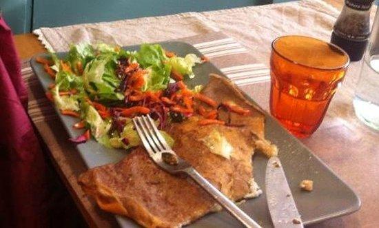 La Princière : miam la galette chevre brebis oeuf et crudités aux graines et noix