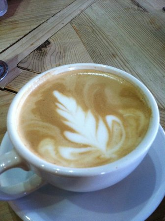 Sally Loo's Cafe : Latte with an Autumn design