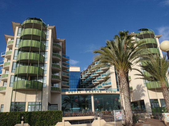 Hotel Kaktus Albir: view of hotel from sea front. Our rooms were on the inner left side