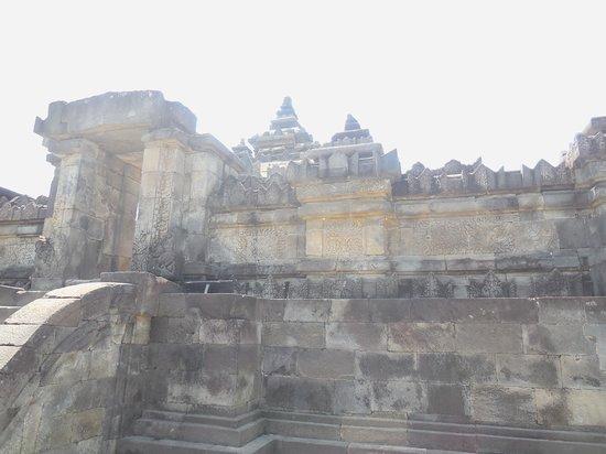 The Sambisari Temple: サンビサリ寺院