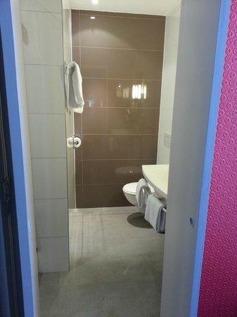 Ibis Styles Hôtel Paris Gare du Nord TGV: bathroom