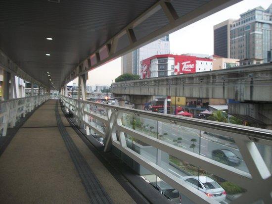 Tune Hotel Kuala Lumpur : dari arah stasiun monorail