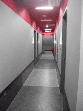 Tune Hotel Kuala Lumpur : Lorong di lantai 4