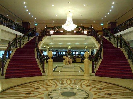 Excelsior Grand Hotel: Главная лестница