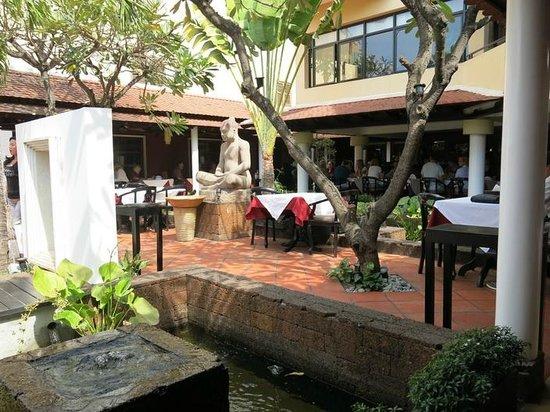 Malis Cambodian Restaurant: Outdoor dining, Malis restaurant