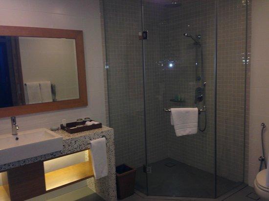 Berjaya Langkawi Resort - Malaysia: Large bathroom