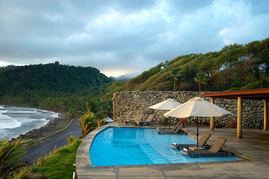 Pagua Bay House Oceanfront Cabanas: Pool Overlooking Pagua Bay
