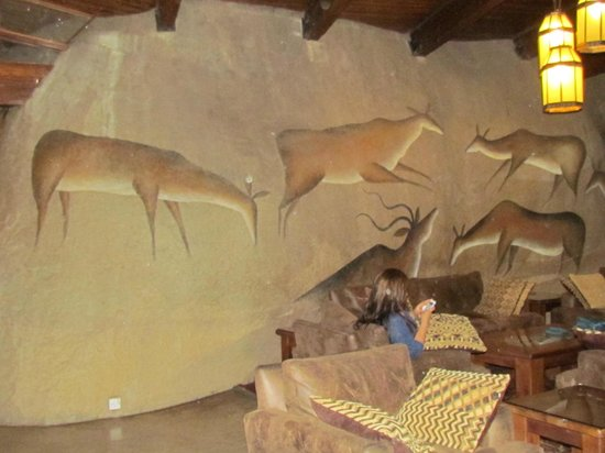 Seronera Wildlife Lodge : Natural boulders frame the dining area!