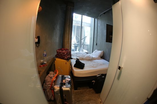 Thrive The Hostel Bangkok : With luggage inside, it's hard to move around