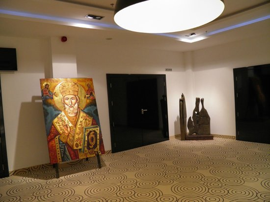 INTERNATIONAL Hotel Casino & Tower Suites: the exhibition on the second floor