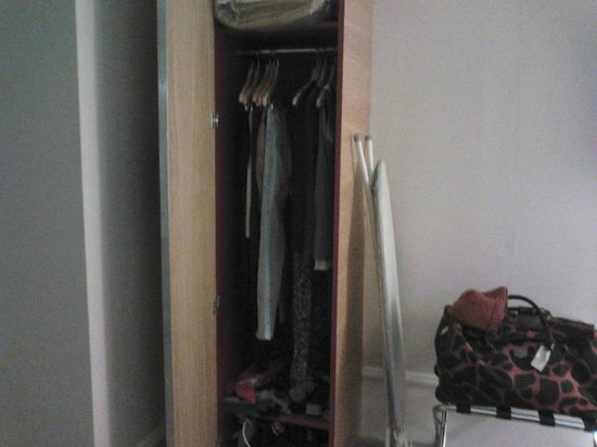 Hilton Edinburgh Grosvenor: wardrobe was extremely small with the ironing board at the side