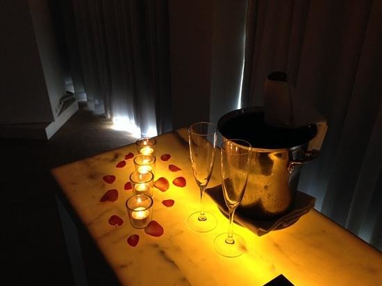 St Martins Lane London Hotel : champagne on ice for our 20th wedding anniversary