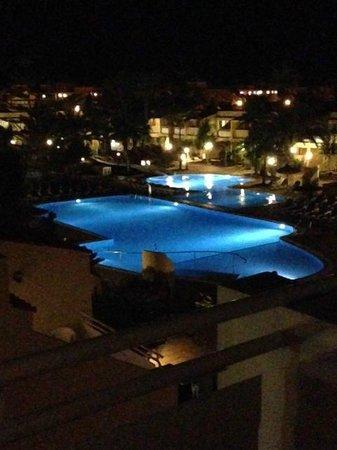 Playa Park Club: pool at night