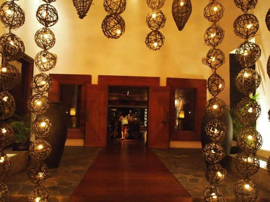 Cabo Azul Resort: Entrance to the restaurant within the compound