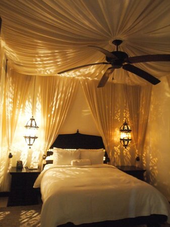 Cabo Azul Resort: the 2nd bedroom .... look at the canopy!