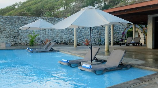 Pagua Bay House Oceanfront Cabanas: Pool Deck