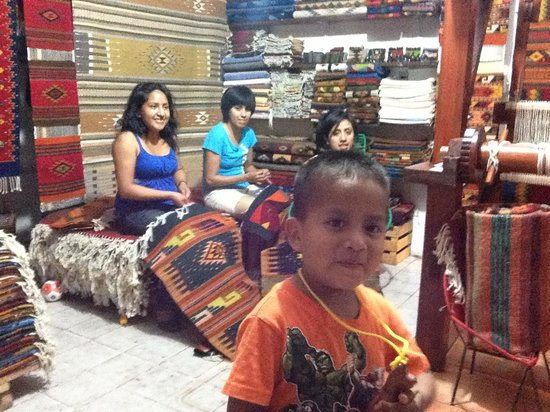 Villa Mexicana Hotel : traditional carpet makers