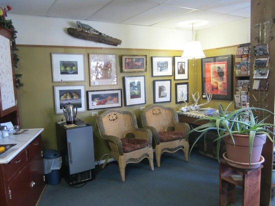 Big Horn Motel: Lobby/Gallery