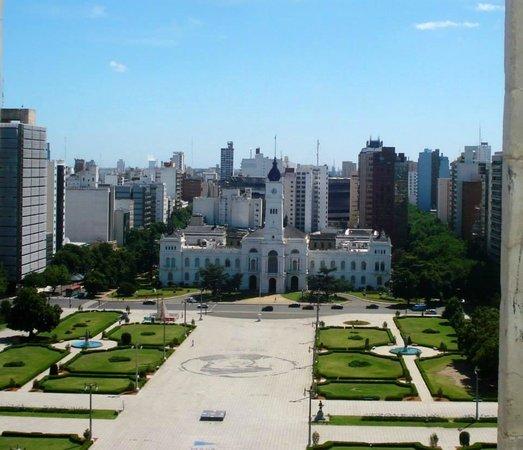 Kathedrale von La Plata: Plaza Moreno e prefeitura vistas da catedral