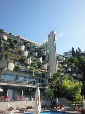 Eurostars Monte Tauro: Balconies and the lift that runs on the outside of the building