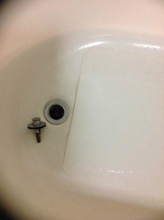 SpringHill Suites Florence: Tub drain plug not attached
