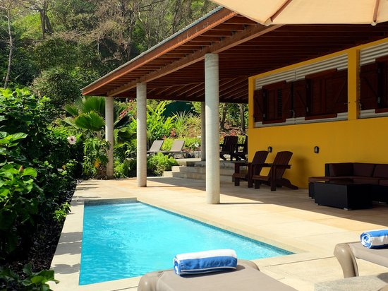 Pagua Bay House Oceanfront Cabanas: Suite 5 Pool Deck