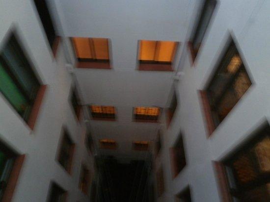 Hotel Preciados: cour
