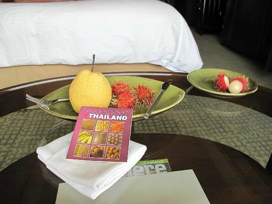 Shangri-La Hotel,Bangkok: Daily Fruit Along With Photo Book Describing Various Fruit