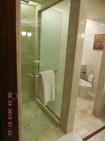 Shangri-La Hotel,Bangkok: Bathroom
