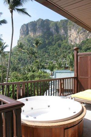 Centara Grand Beach Resort & Villas Krabi: Jaccuzi