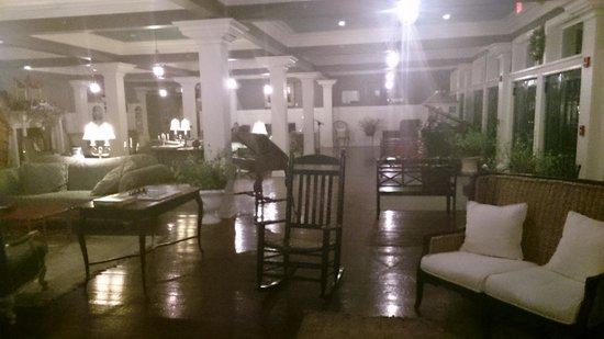 Niagara Crossing Hotel & Spa: lobby