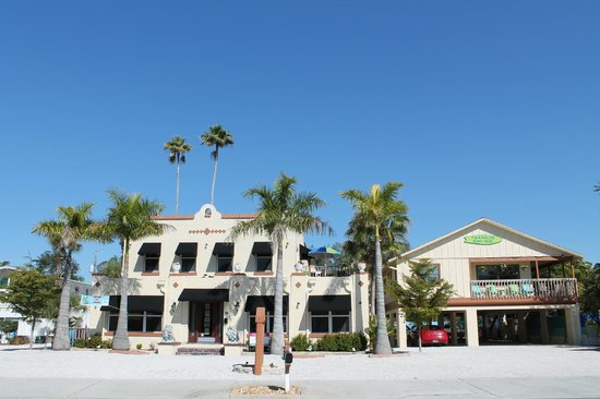 The Ringling Beach House - A Siesta Key Suites Property: Front of Hotel