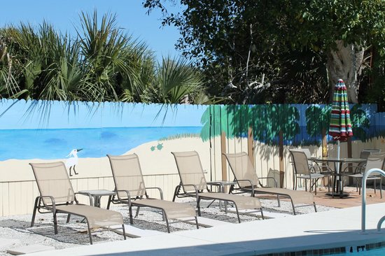 The Ringling Beach House - A Siesta Key Suites Property: Seating by pool area