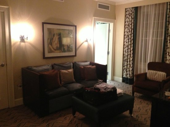 Le Meridien Dallas, The Stoneleigh: Jr Suite - Seating Area