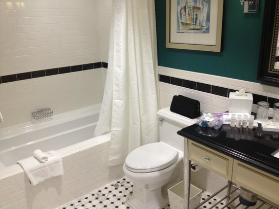 Le Meridien Dallas, The Stoneleigh : Jr Suite - Bathroom