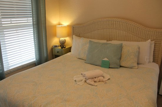 The Ringling Beach House - A Siesta Key Suites Property: Stallion master bedroom