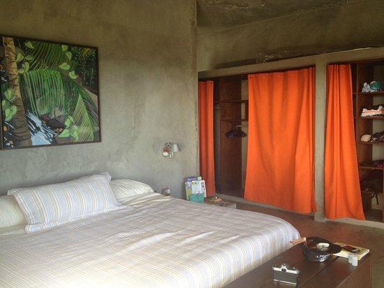 Casa Cascadas: bed and closet