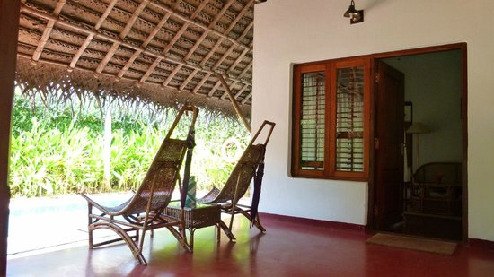 Marari Beach Resort: L'entrée de la chambre et la piscine privée