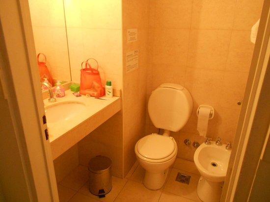 Circus Hostel & Hotel: sanitário
