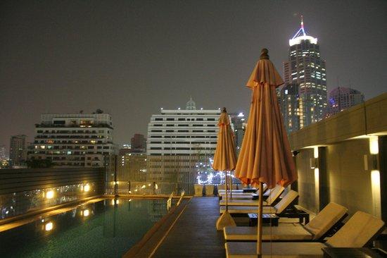 Hotel Solo Sukhumvit 2 : piscine sur le toit