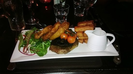 Saracens Head Hotel: Very well cooked and presented steak.