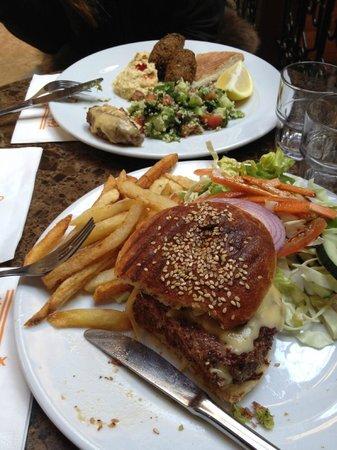 Cafe Clock: Hamburger di cammello - Pollo con lime