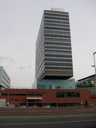 Movenpick Hotel Amsterdam City Centre: Hotel from the outside