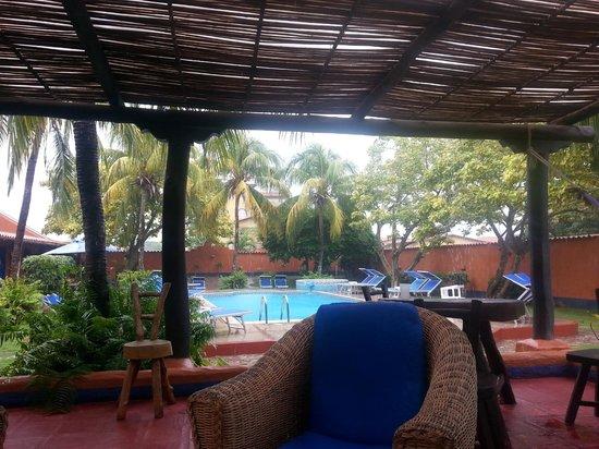 Costa Linda Beach : Áreas de la piscina y el bar