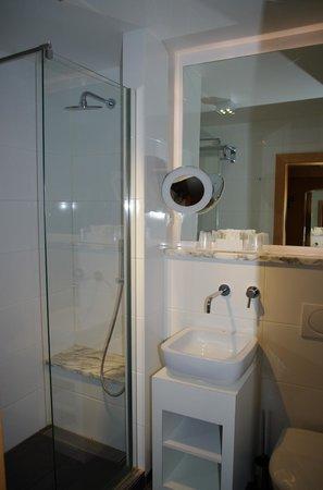 Hotel Saint-Aygulf : salle de bains