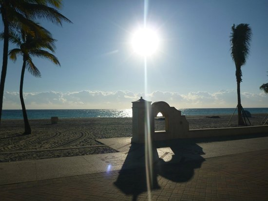 Hollywood Beach Hotels: Sun up