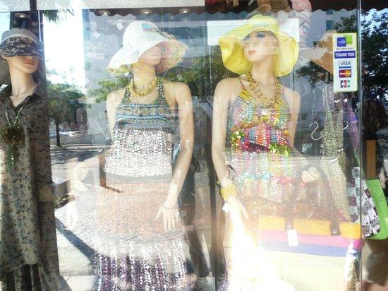 Le Meridien Kota Kinabalu : Fine shopping nearby