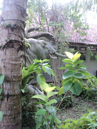 Jiwa Damai Organic Garden & Retreat : elephant statue
